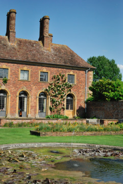 Barrington Court, looking splendid in the sun